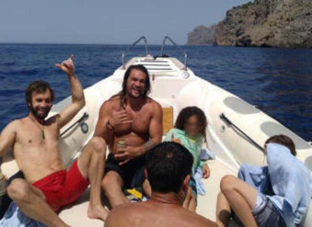 El deportista y el actor navegando en aguas mallorquinas (Foto: Instagram)