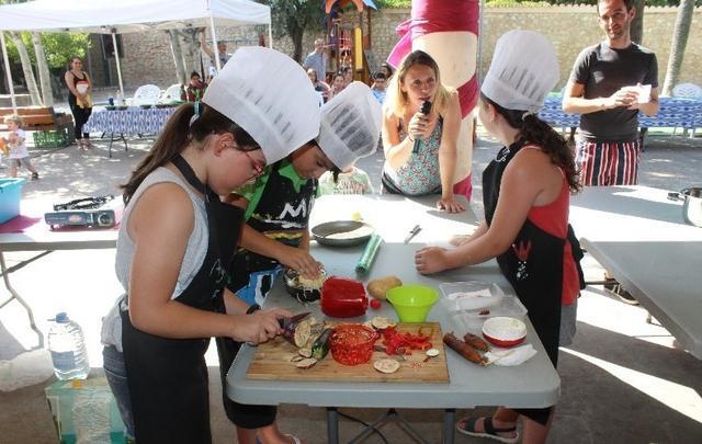El 'Binijoves Chef' pone a prueba el talento culinario de los jóvenes. Foto: Revista Arròs amb salseta.