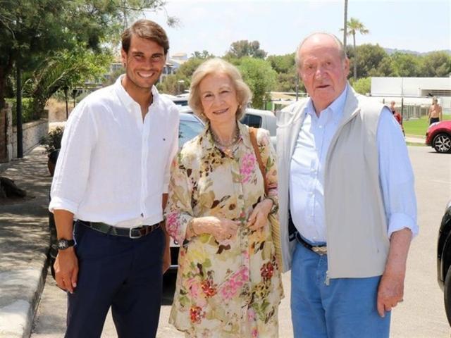 Rafael Nadal con los Reyes eméritos en Manacor