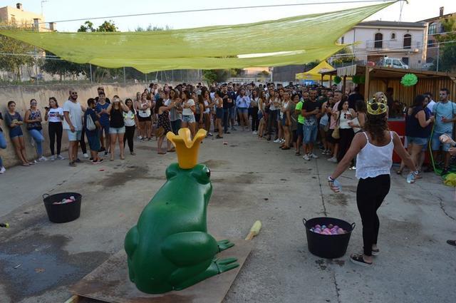 'Sa Granotada' es una fiesta real presidida por el 'Rei Granot' y la 'Reina Granota'.