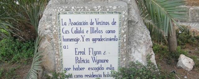Placa homenaje al matrimonio Flynn Wymore en Calvià