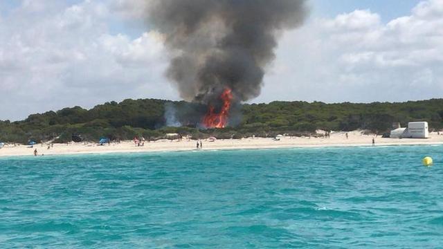 Imagen del incendido declarado la mañana de este miércoles en Es Trenc