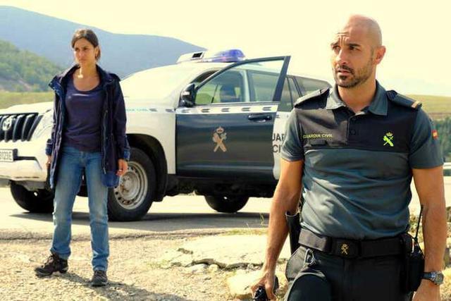 Megan Montaner y Alain Hernández en 'La caza' (Foto: RTVE)