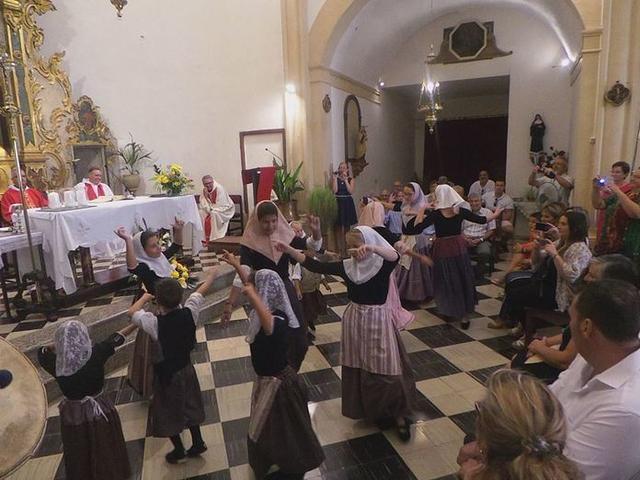 Los actos solemnes son los preferidos de los raconeros y raconeras (Foto: Ayuntamiento de Andratx)