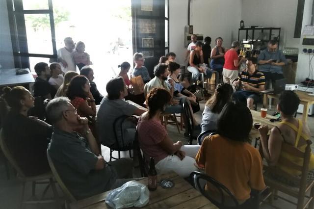 Charla en Sineu organizada por Espai Nova Estació (Foto: Mallorca Confidencial)