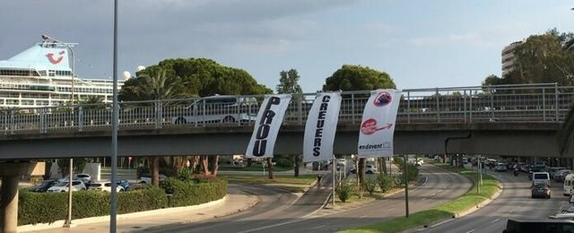 Imagen de las tres grandes pancartas (Foto: EP)