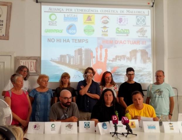 Miembros de Aliança per l'Emergència Climàtica (Foto: GOB)