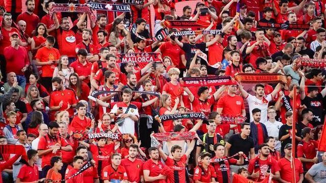 La afición barralet desea celebrar un nuevo triunfo de su equipo (Foto: RCDM)
