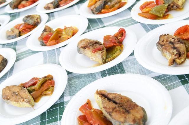 """La """"Nit de Tapes"""" permite saborear deliciosos platos cocinados con llampuga (Foto: Ajuntament de Capdepera)"""