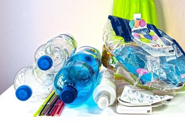 El Govern contempla en el marco de esta normativa prohibir las bolsas de plástico en los establecimientos comerciales a partir del 2021 (Foto: Archivo)