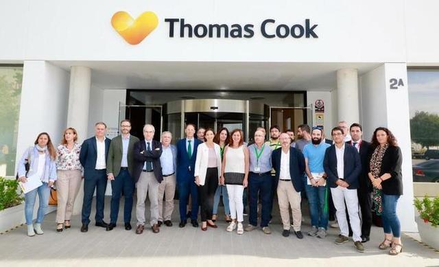 La ministra de Industria, Comercio y Turismo en funciones, Reyes Maroto, ha visitado este viernes ala sede de Thomas Cook en Mallorca