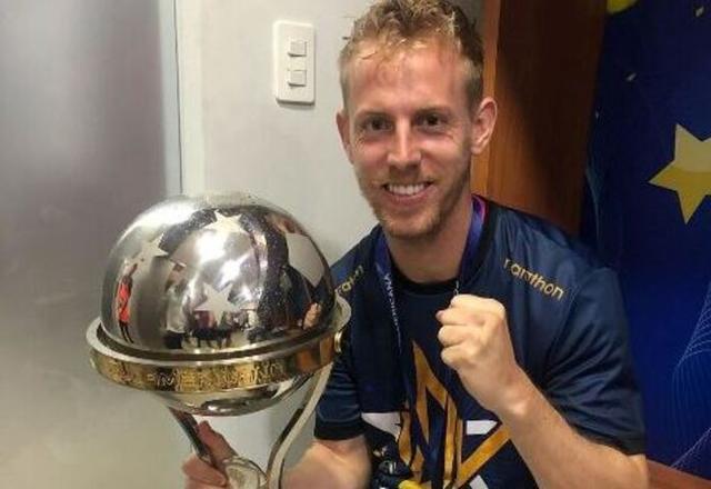 El mallorquín con el trofeo