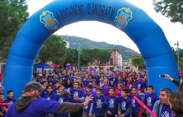 Más de 400 participantes en la marcha solidaria (Foto: La Siesta Magazine)