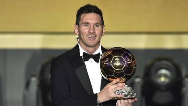 El argentino junto a su sexto Balón de Oro