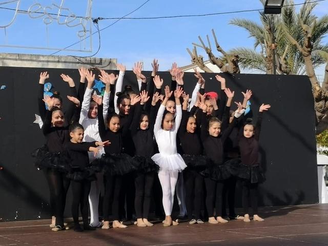 Las exhibiciones de baile tienen un papel protagonista durante la jornada dominical (Foto: Ajuntament Santa Margalida)