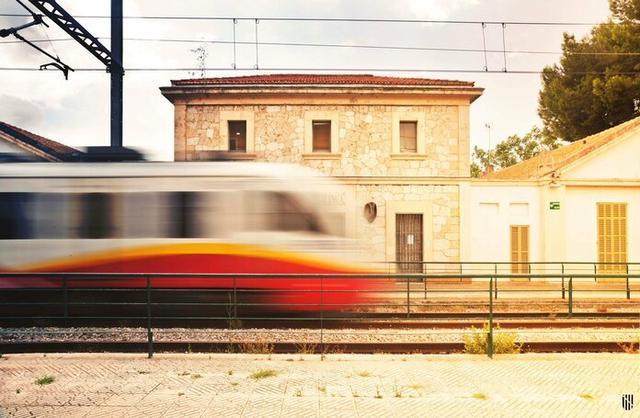 Una menor de edad resulta herida tras chocar en bici contra el tren en Santa Maria (Foto: Conselleria Mobilitat i Habitatge)