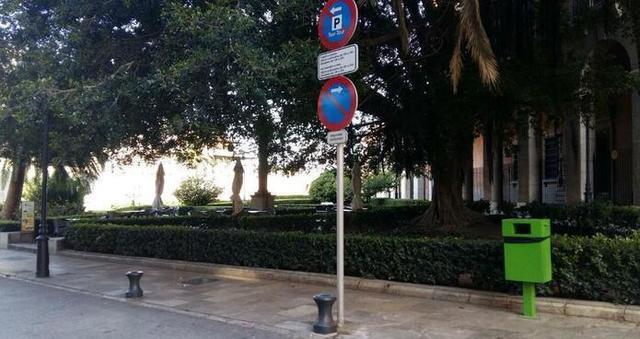 Parada del Taxi-Tour en la calle Palau Reial