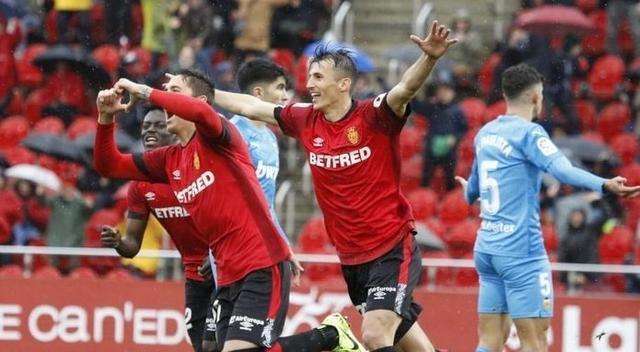 Raíllo y Budimir celebran uno de los goles conseguidos ante el Valencia (Foto: RCDM)