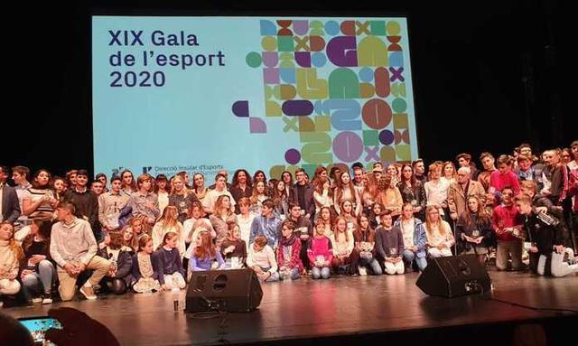 Foto de familia con las autoridades y los premiados (Foto: Consell de Mallorca)