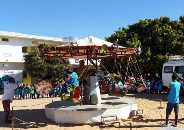 Han recorrido África montando su emblemático carrusel en Marruecos, Mauritania, Senegal y Gambia