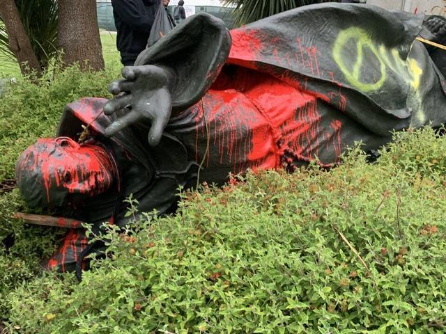 La estatua de Fray Junípero Serra en San Francisco ya es historia